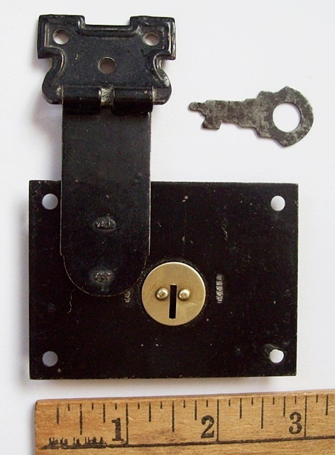 L111 - Small Trunk Lock, Hasp & Key - SOLD 08/2019 - Click Image to Close