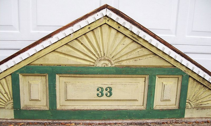 P102 - Victorian Gable Fretwork Trim - Click Image to Close